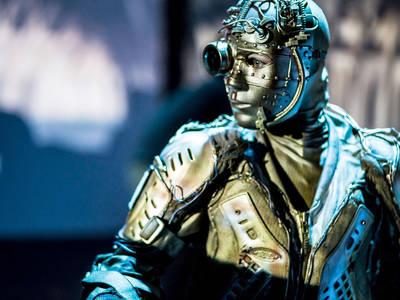''Αλ Το Παλιό Ρομπότ'' στην κεντρική σκηνή του Θεάτρου Ιλίσια